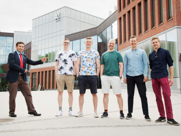 From left to right: Aalto University instructor Sam Cross with students Teemu Lehtonen, Mihail Merkurjev, Risto Sonni, Aaro Piirainen and Joni Palin. Photo credit: Susa Junnola
